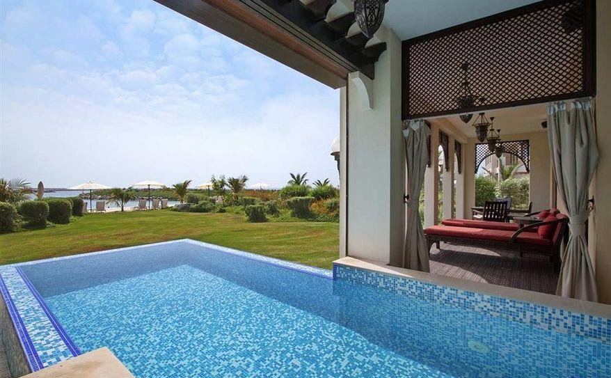 Royal Suite Beach Villa Jacuzzi