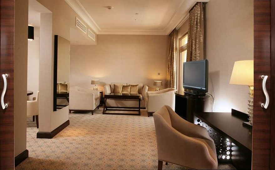 King Executive Suite Living Room