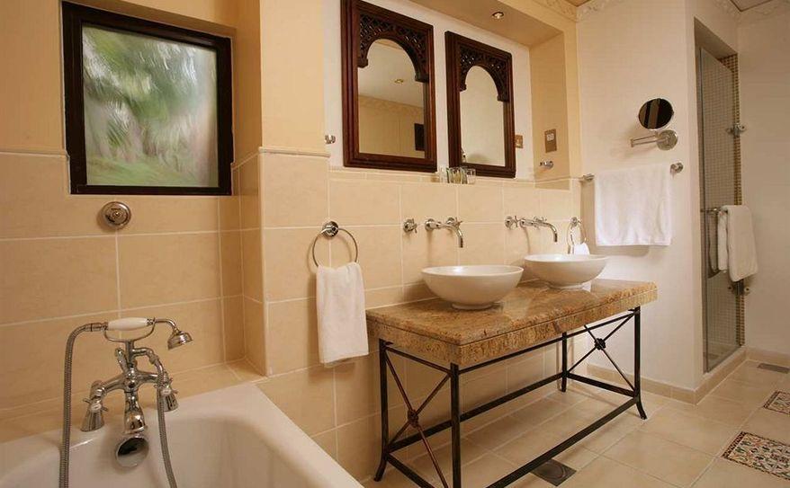 King Deluxe Beach Villa Bathroom