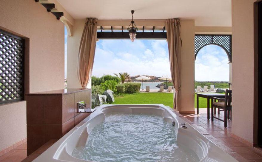 Premier Suite Beach Villa Jacuzzi