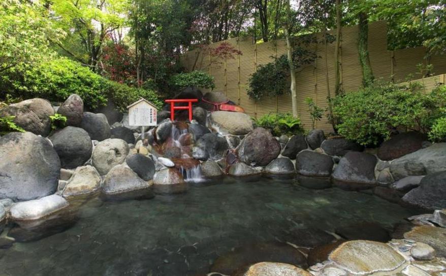 Open-air hot spring rock bath