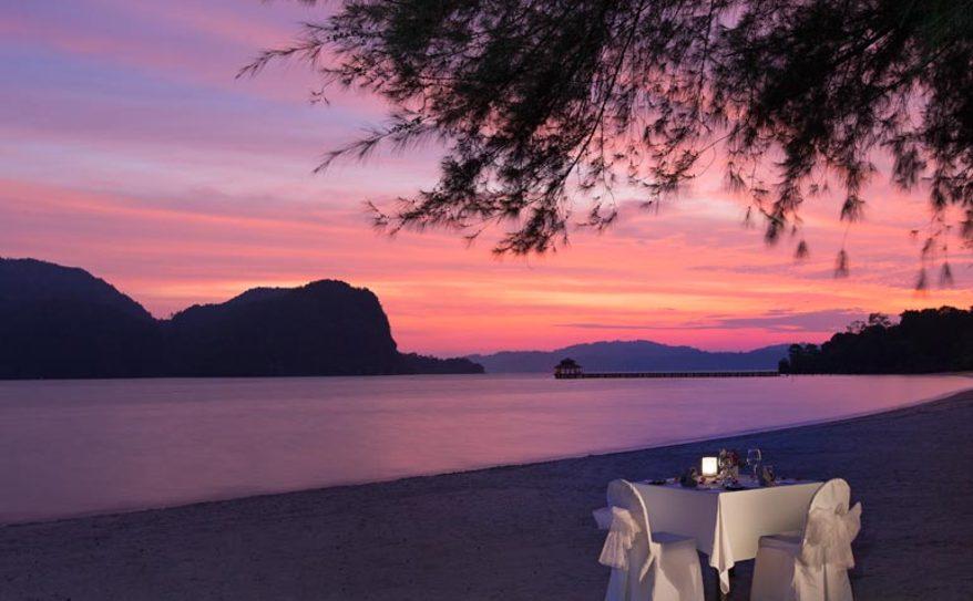Special Dining - Romantic Beach Dinner