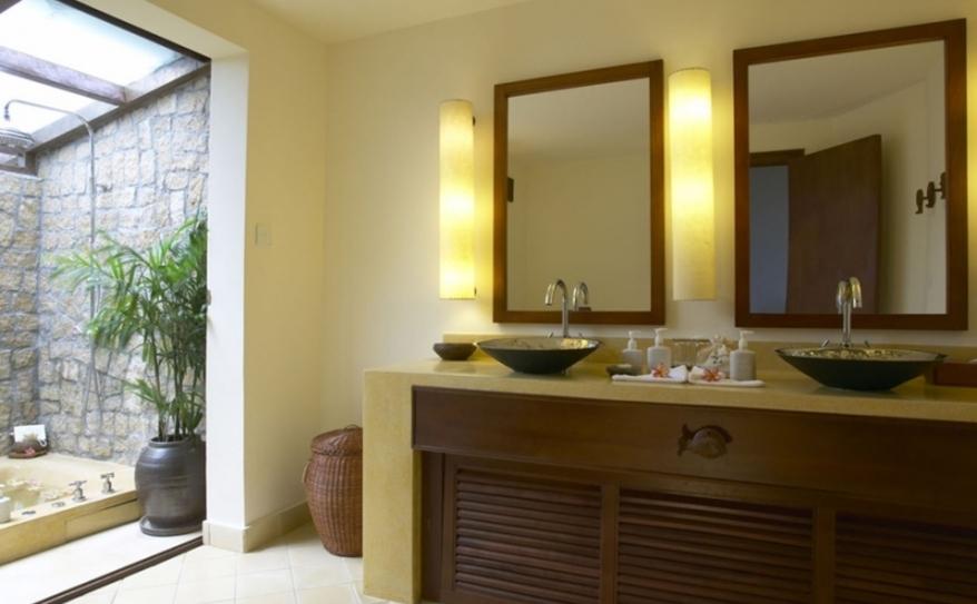 Deluxe Beach Front Room- Bathroom