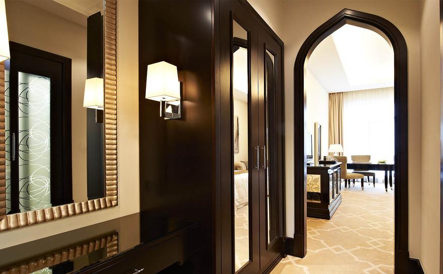 Superior Room-Vanity Area