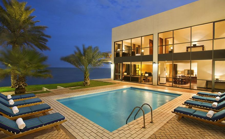 Royal Villa Pool