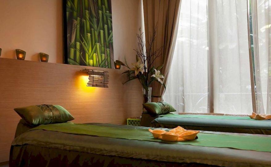 Natural Palm Massage & Beauty
