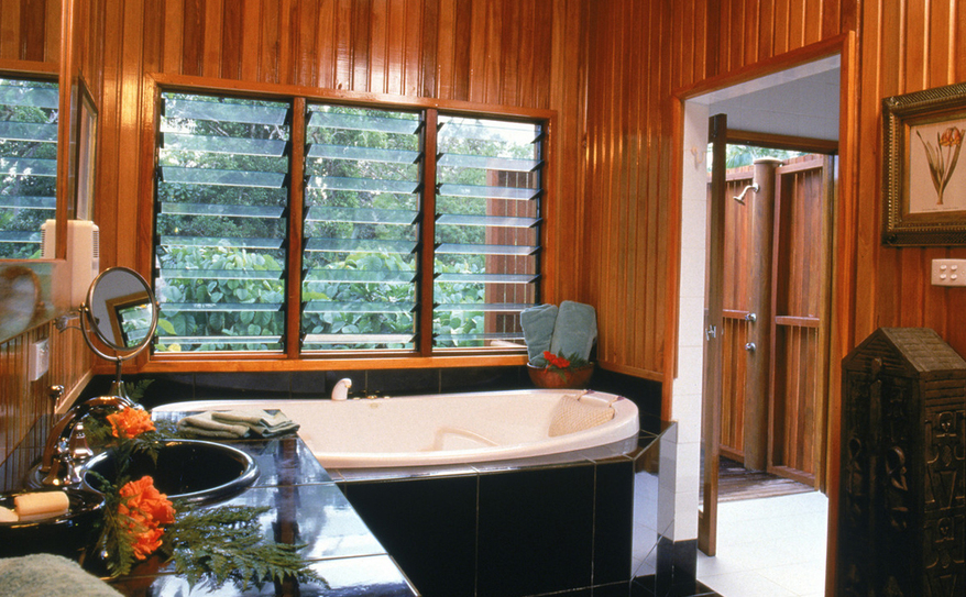 Bula House bath